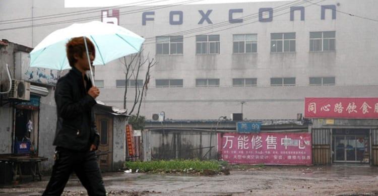 Sempre più dipendenti lasciano la Foxconn: adesso per la produzione dell'iPhone 8 mancano 18.000 dipendenti