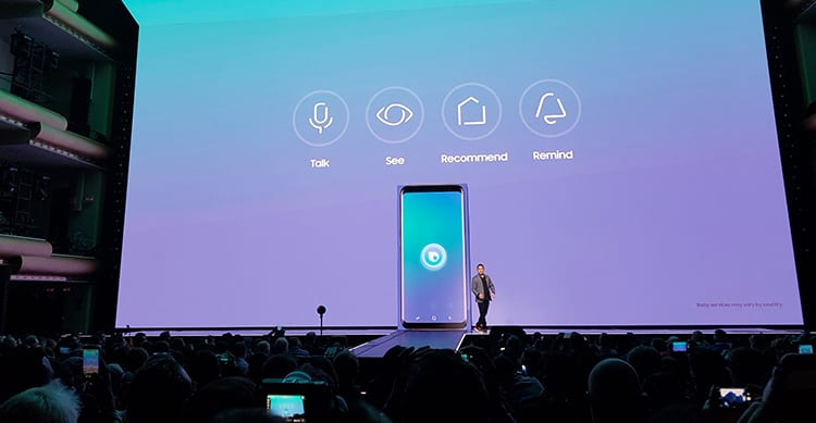 Samsung presenta Bixby, l'assistente vocale che fa concorrenza a Siri ed Home Connect, per controllare tutti gli accessori Smart da una sola app