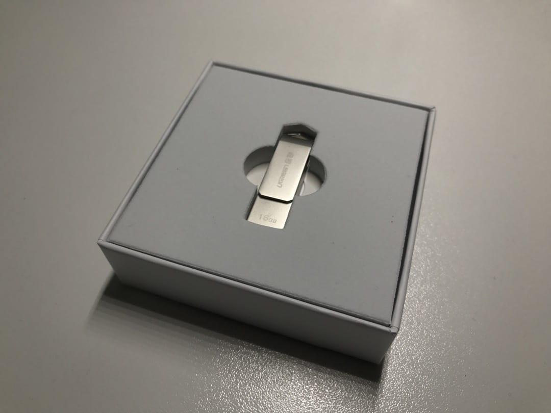 Una soluzione per chi è sempre a corto di spazio in memoria nel proprio iPhone. E' una pennetta che funziona sia nel computer che nei dispositivi iOS, certificata MFI, che può aggiungere 16/32 o 64GB di memoria.