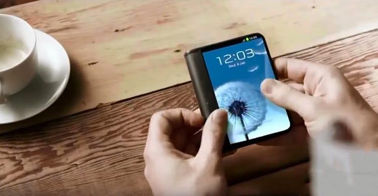 Samsung ci ripensa: i primi smartphone pieghevoli non arriveranno prima del 2019