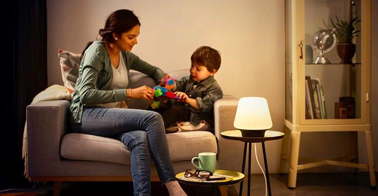 Plafoniere Philips Hue : Philips hue si arricchisce di due nuove lampade da tavolo ed una