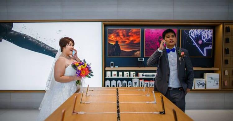Una coppia sceglie l'Apple Store come location per le foto del matrimonio!