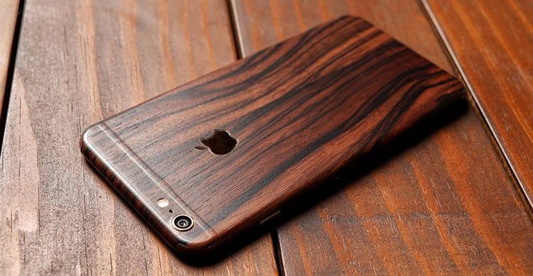 Il primo prototipo di iPhone? In legno, nastro adesivo e vecchie lenti Polaroid