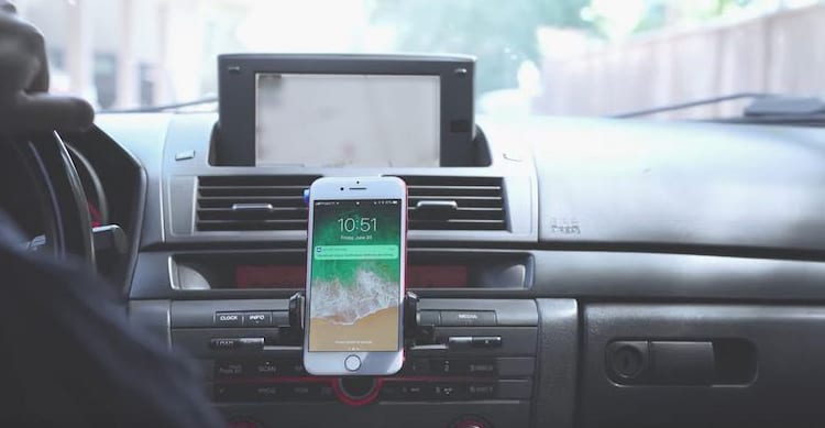 iPhone come distrazione alla guida, Apple: «Non siamo responsabili degli incidenti d'auto»