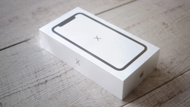 Unboxing iPhone X: Martin Hajek lo immagina realizzando dei rendering 3D!