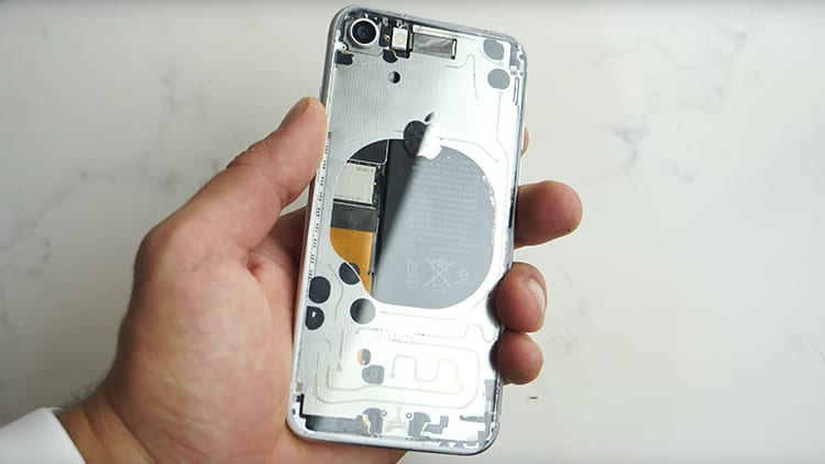 Ecco l'iPhone 8 trasparente realizzato da uno youtuber [Video]