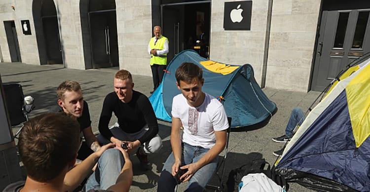 """Per la prima volta il lancio di un nuovo iPhone è stato """"triste"""": In Australia praticamente non c'era fila!"""