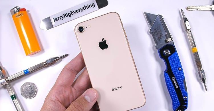 iPhone 8: il primo Test di resistenza è già su YouTube. Lo smartphone si comporta molto bene! [Video]