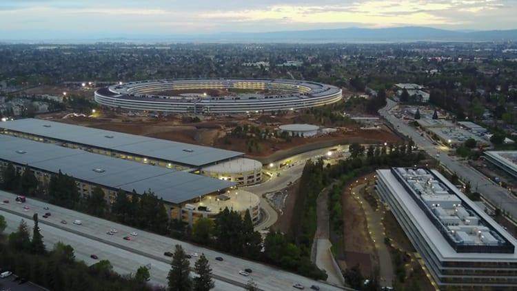 Apple Park e Steve Jobs Theater: ecco le riprese aeree di un drone [Video]