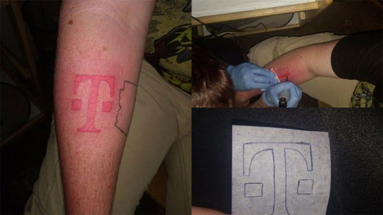 Tatuarsi il logo dell'operatore telefonico per ricevere un iPhone 8 gratis