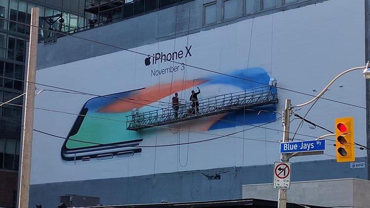 iPhone X: compaiono i primi cartelloni pubblicitari a Toronto, Londra, Tokyo e San Francisco