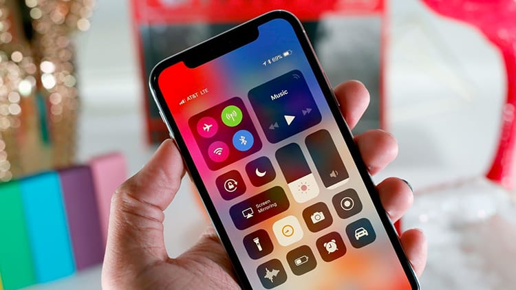 iPhone X: le previsioni di vendita superano quelle precedenti. Lo smartphone è già un successo