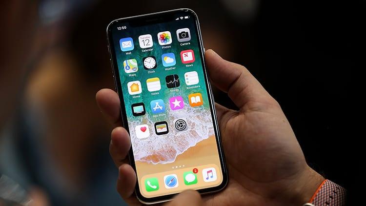 iPhone X nasconde preventivamente il contenuto delle notifiche agli estranei, utilizzando il Face ID