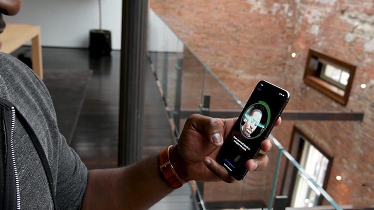 Un primo video mostra Come configurare il Face ID su iPhone X e come si comporta con lo sblocco del dispositivo [Video]