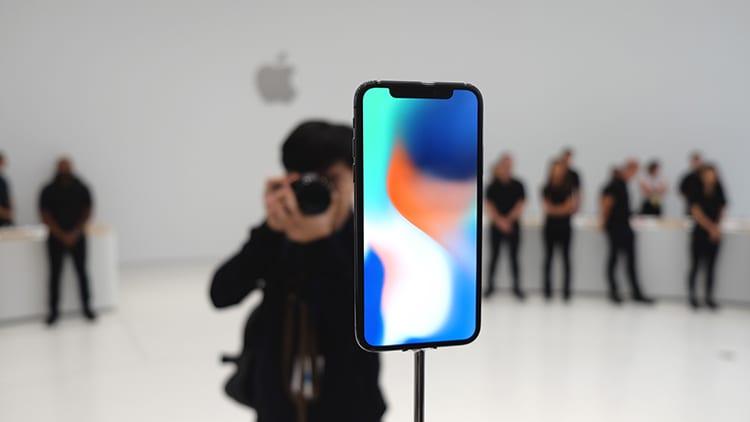 Apple vuole arrivare alla massa: preferisce youtubers ai giornalisti professionisti per le recensioni di iPhone X