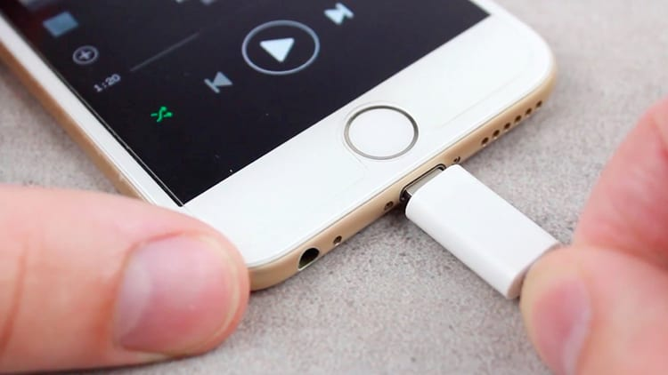 HTC, Motorola: «Non siamo come Apple, non rallentiamo i nostri smartphone»