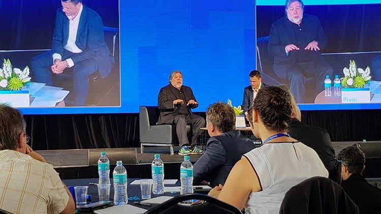 Steve Wozniak rivede Steve Jobs in Elon Musk (il CEO di Tesla) e parla di iPhone X