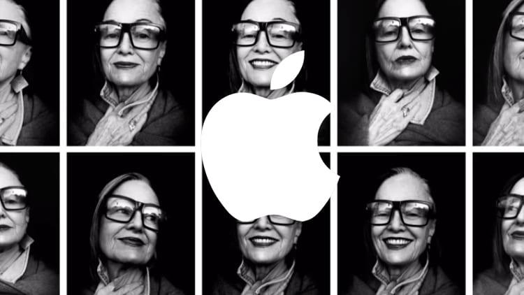 iPhone X e i selfie: Apple pubblica un nuovo spot con la voce di Muhammad Ali [Video]