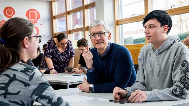 Tim Cook parla della dipendenza da iPhone e dell'importanza del coding