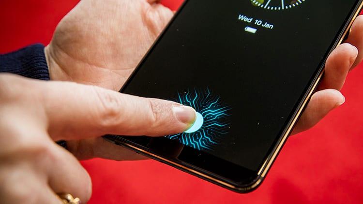 CES 2018: Vivo presenta il primo smartphone con il lettore d'impronte digitali implementato nel display [Video]