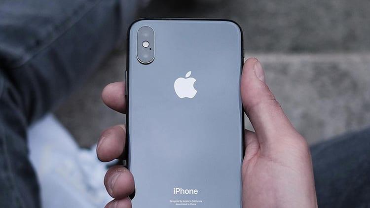 iPhone X ed altri smartphone top di gamma soffrono a causa del prezzo elevato