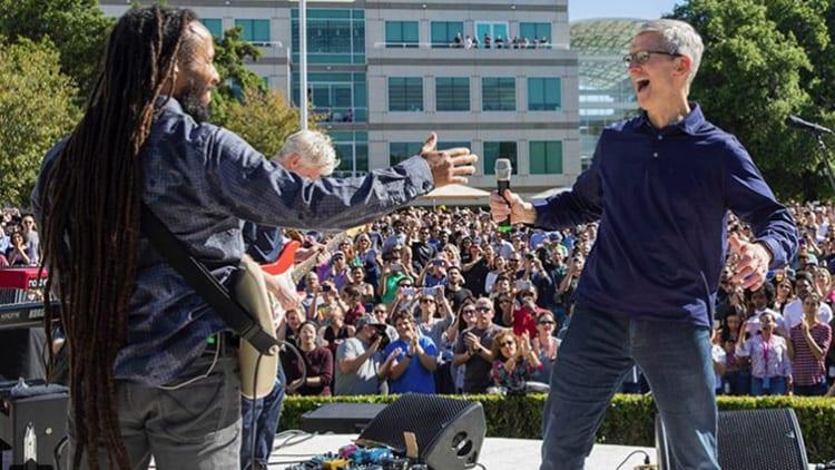 Evento Beer Bash: Apple celebra la Giornata della Terra con un concerto di Ziggy Marley
