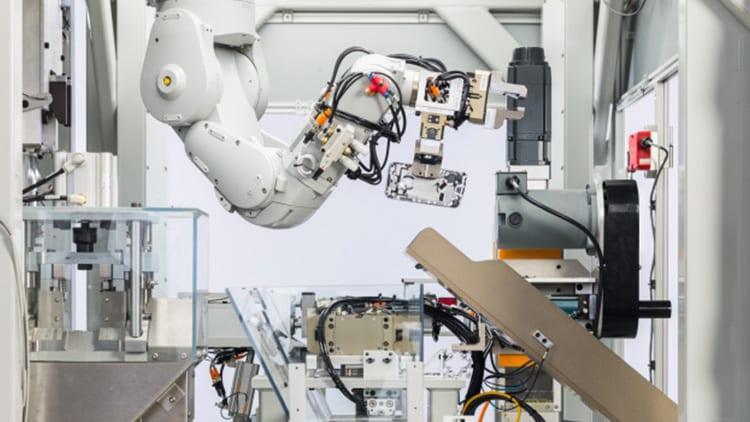 Apple presenta Daisy, il robot ricicla-iPhone che smonta 200 device l'ora [Video]