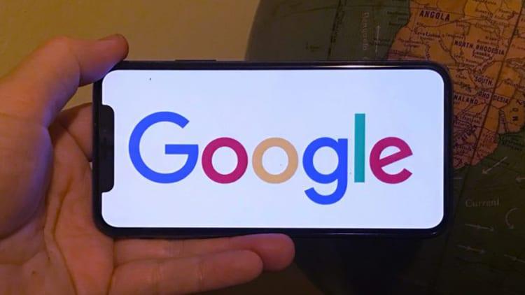 Gli utenti iPhone chiedono 4,3 miliardi di dollari a Google per violazione della privacy