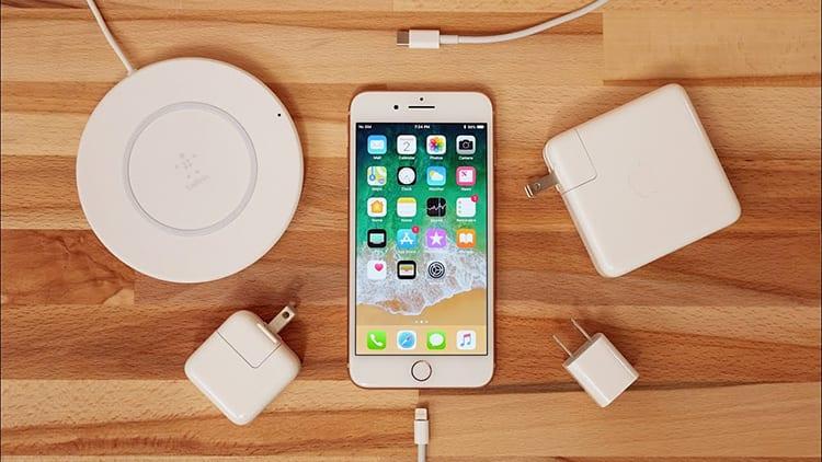 iPhone 2018: inclusi nella confezione cavo e alimentatore per la ricarica rapida | Rumor