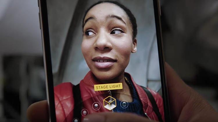 """Apple pubblica un nuovo video pubblicitario sull'iPhone X e la funzione """"Studio Fotografico"""""""