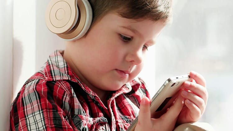 I riproduttori portatili di musica possono danneggiare l'udito dei bambini, lo rivela un nuovo studio
