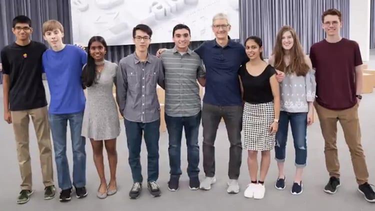 Tim Cook ha incontrato i vincitori della borsa di studio offerta per la WWDC 2018