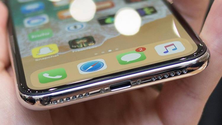 Apple pensava di rimuovere il connettore Lightning su iPhone X