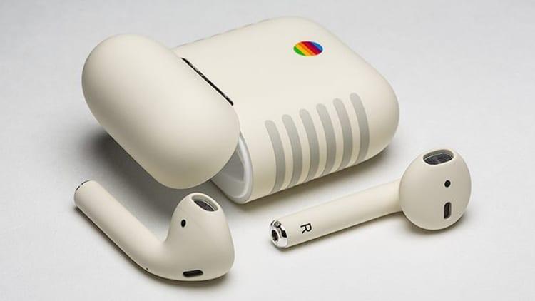 Ecco le AirPods nella classica colorazione dei vecchi Macintosh