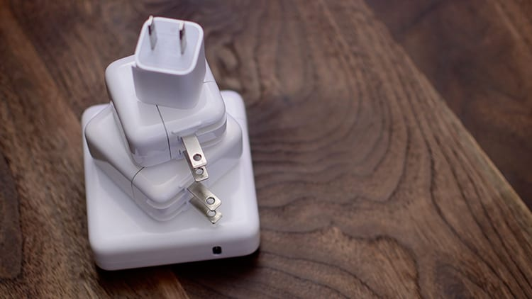 Ecco un presunto prototipo dell'alimentatore USB-C dei prossimi iPhone