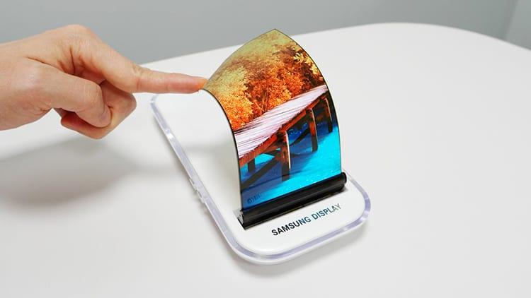 Samsung presenta il display OLED indistruttibile: ottenuta la certificazione UL