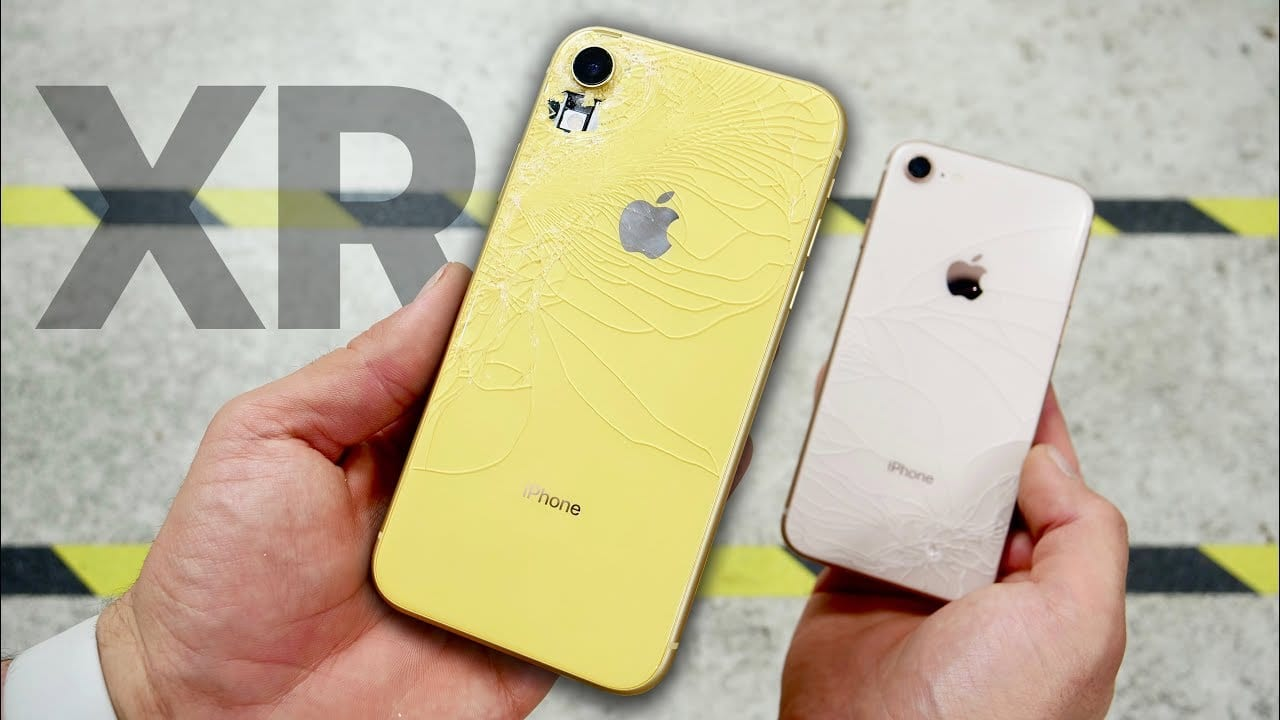 iPhone XR è più resistente di iPhone 8 ma l'alluminio ai bordi si danneggia più facilmente | Drop Test